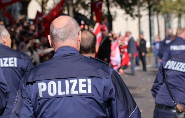 Fotografía de agentes de policía de Alemania.