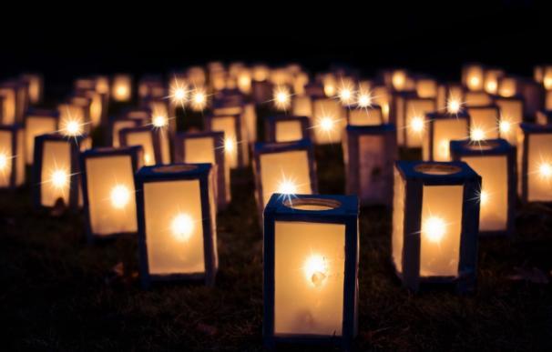 La luz es uno de los símbolos de la Navidad. /JillWellington/Pixabay