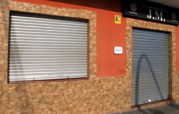 Vista de la fachada del bar de la avenida Juan Sebastián Elcano en Badajoz. /EFE