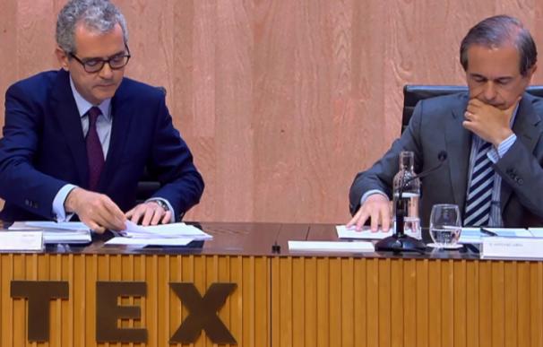 Pablo Isla (i) y Antonio Abril (d), secretario del consejo.