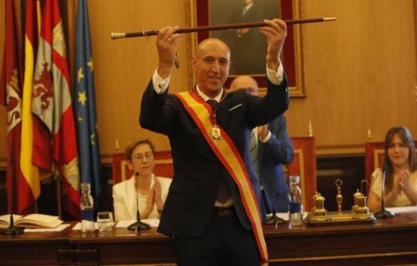 El alcalde socialista de León, José Antonio Díez/EFE