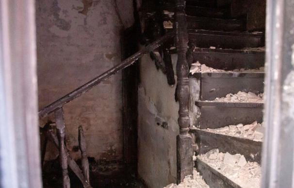 Vista del interior de la vivienda donde se registró un incendio en la madrugada de este domingo en la localidad malagueña de Cártama. /EFE
