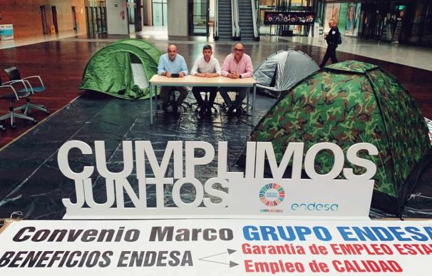 Los representantes sindicales en la desde madrileña de Endesa.