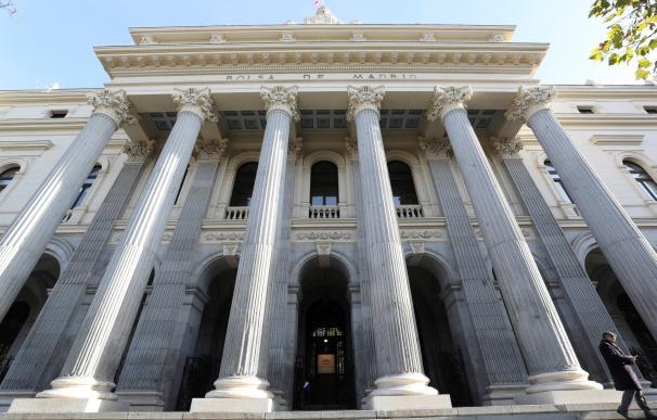 Fachada de la Bolsa de Madrid en la Plaza de la Lealtad.