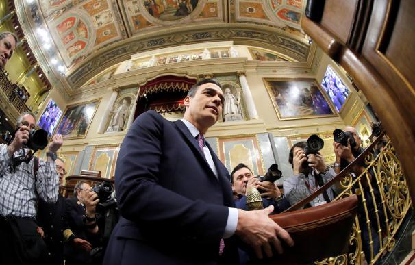 El presidente del Gobierno en funciones, Pedro Sánchez, hoy sábado en el Congreso de los Diputados poco antes del comienzo de la primera jornada de su investidura como presidente del Gobierno. EFE/Juan Carlos Hidalgo