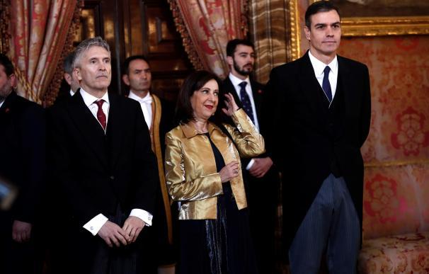 Pedro Sánchez acompañado por Margarita Robles y Fernando Grande Marlaska. / EFE