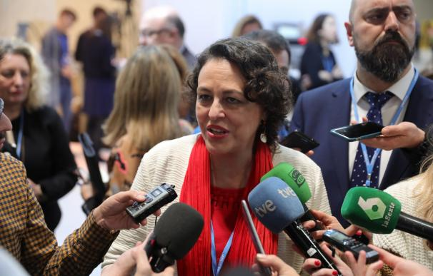 La ministra de Trabajo, Migraciones y Seguridad Social en funciones, Magdalena Valerio, atiende a los medios durante la undécima jornada de la Cumbre del Clima (COP25) en Madrid.