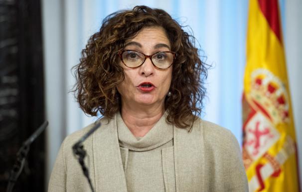 La ministra de Hacienda, María Jesús Montero, pronuncia un discurso tras tomar posesión de su cargo. /EFE
