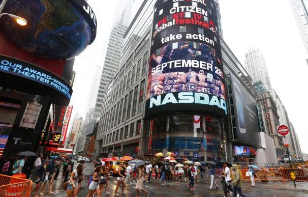 Wall Street cierra con un avance de 0,44 por ciento en un día marcado por problemas en Nasdaq