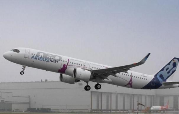 El primer A321neo LR despega en su vuelo de prueba en Hamburgo, Alemania