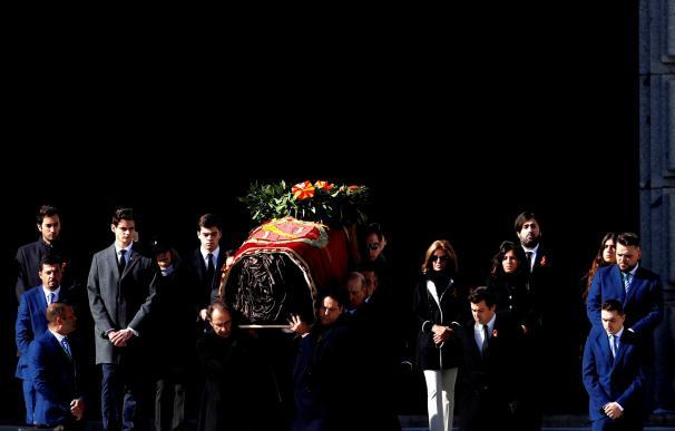 Los restos de Franco salen del Valle de los Caídos