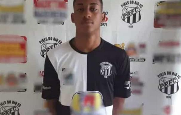 Fotografía de Vitor da Silva Ferreira, futbolista de 16 años que murió durante un partido.