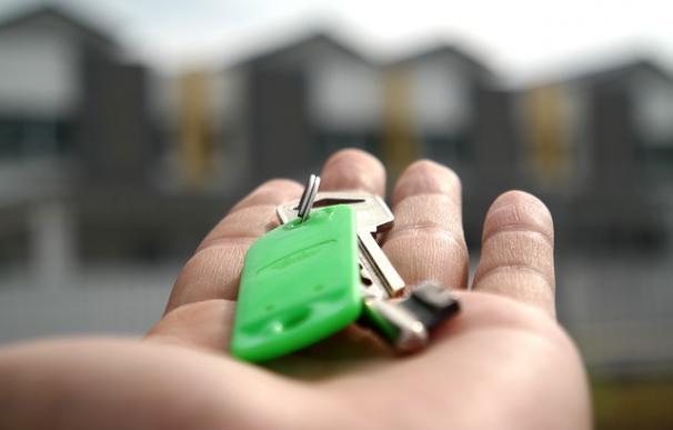 Fotografía de las llaves de una vivienda para alquilar.