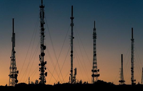 Telefónica ingresará el triple si vende sus torres a un rival de Telxius... que a su propia filial