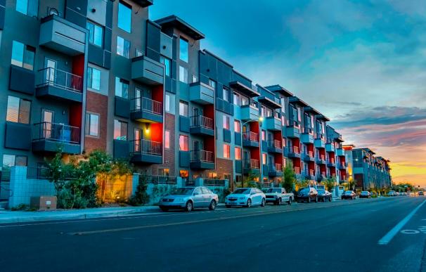 Fotografía de un bloque de viviendas.
