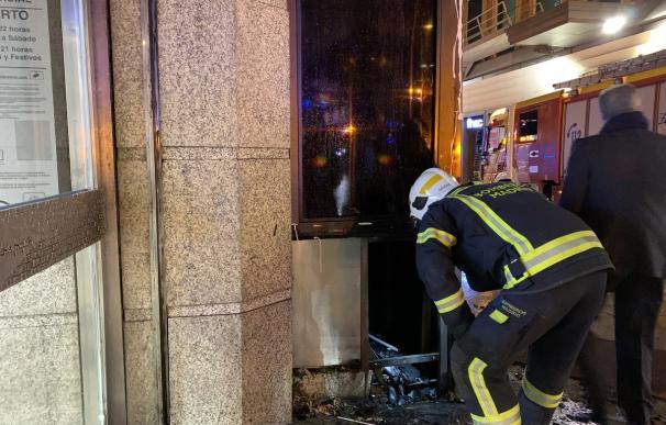 Humo de pequeño incendio exterior obliga a desalojar Corte Inglés de Callao. / Emergencias Madrid