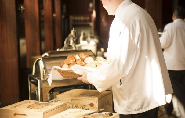 Camarero de banquetes, desde los 20.000 euros brutos al año