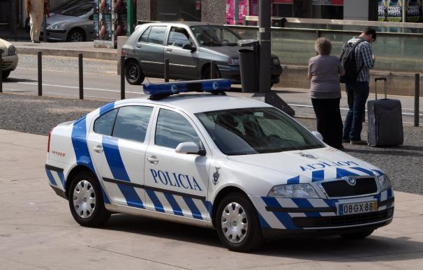 Fotografía de un coche de policía de Oporto.