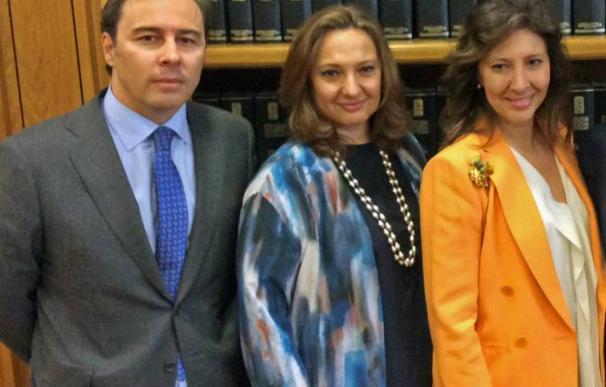 Dimas Gimeno y las hermanas Álvarez.