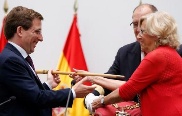 Fotografía Martínez Almeida y Manuela Carmena / EFE