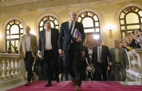 presos en el parlament. / EFE