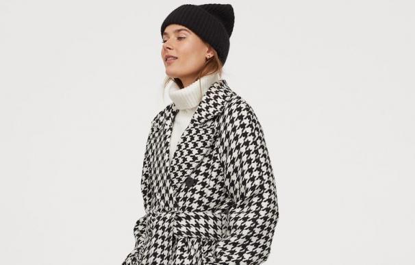 El abrigo de H&M que arrasa Instagram: de pata de gallo y por menos de 80 euros