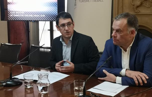 (I-D) El Conseller De Modelo Económico, Turismo Y Trabajo, Iago Negueruela, Y El Director General De Modelo Económico Y Ocupación, Llorenç Pou.
