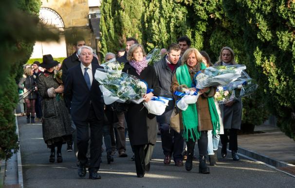 La viuda de Gregorio Ordóñez, Ana Iribar, y la hermana de este, Consuelo Ordóñez, responso por el político vasco del PP asesinado por ETA Gregorio Ordóñez, en San Sebastián a 25 de enero de 2020.
