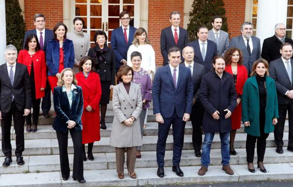Foto de familia Gobierno Pedro Sánchez y Pablo Iglesias / EFE