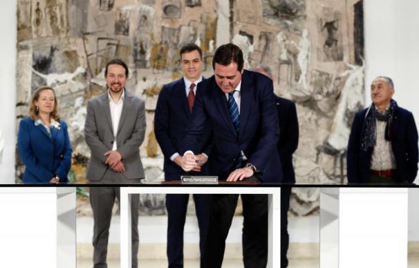 Sánchez se ha apuntado un gran triunfo con el acuerdo exprés del nuevo SMI firmado por Garamendi