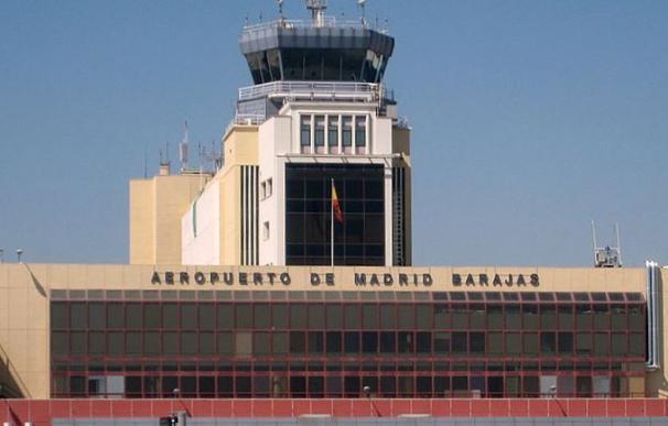 Sin inspectores suficientes en Barajas: las compañías denuncian bloqueo fronterizo