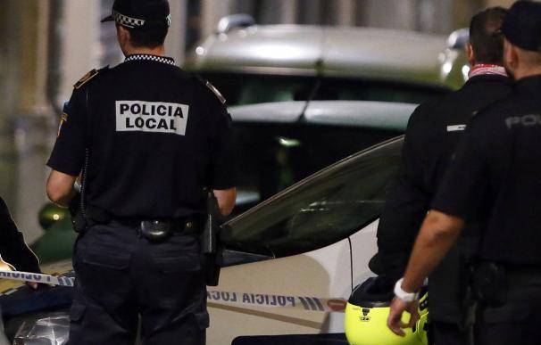 Agentes de Policía Local de Alicante en una foto de archivo. /EFE