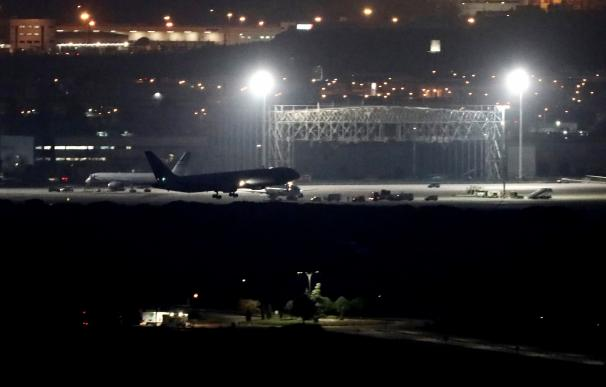El avión de Air Canada tras tomar tierra. /EFE/Mariscal
