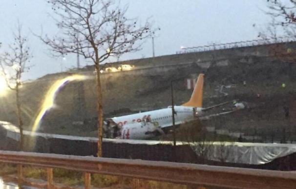 La aeronave tras salirse de la pista. /Hurriyet.com.tr