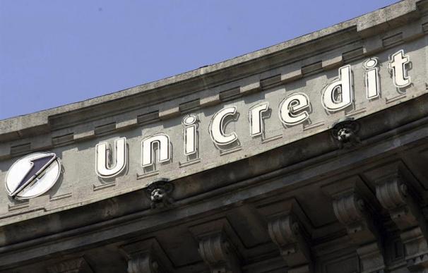 Unicredit vende 17.700 millones en créditos morosos a Pimco y Fortress