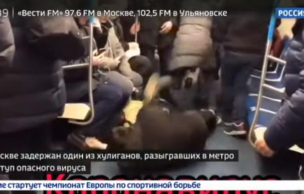 Fotografía del cómico ruso que fingió coronavirus en el metro.