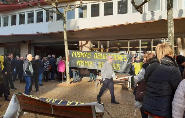 """Jubilados en guerra contra el """"corralito"""" del sistema vasco de pensiones."""