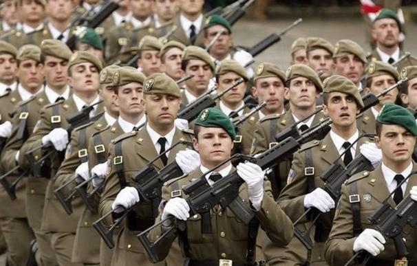 Militares durante un desfile.
