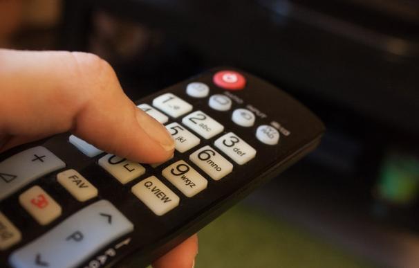 Fotografía de un mando de televisión.