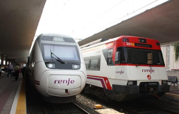 Fotografía de dos trenes de Renfe.