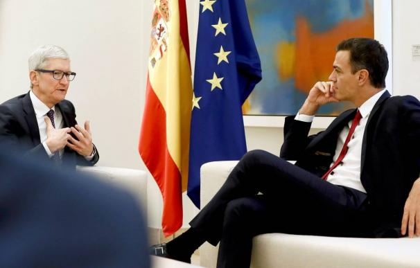 Tim Cook (CEO de Apple) en Moncloa con Pedro Sánchez