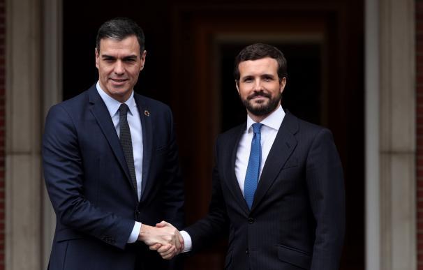 Pedro Sánchez y Pablo Casado, antes de su reunión en Moncloa