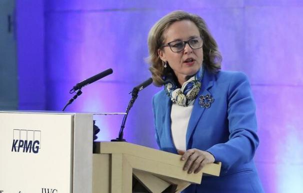 La ministra de Economía, Nadia Calviño, logo KMPG / EFE