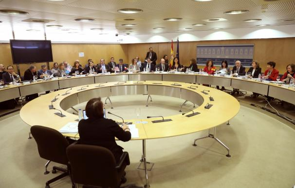 Vista general de la reunión del Consejo de Política Fiscal y Financiera, presidida por la ministra de Hacienda, María Jesús Montero (6d), junto a la ministra de Política Territorial y Función Pública, Carolina Darias (6d)./EFE/ Kiko Huesca