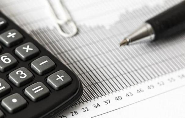 Fotografía autónomos / tabla contabilidad / EFE
