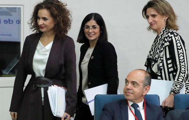 La vicepresidenta de Transición Ecológica y Reto Demográfico, Teresa Ribera, la ministra de Hacienda, María Jesús Montero, y la ministra de Función Pública, Carolina Darias