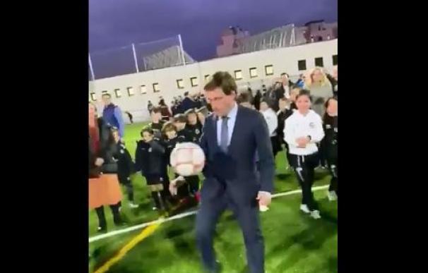 Almeida jugando fútbol