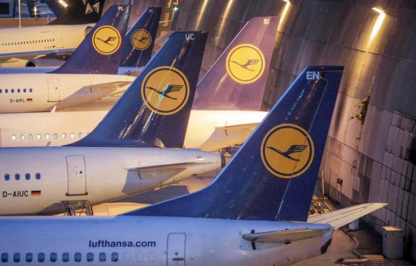 A las aerolíneas les crecen los enanos y pinchan en bolsa