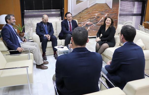 Caremen Crespo, junto a José Carlos Gómez Villamandos, durante la reunión.