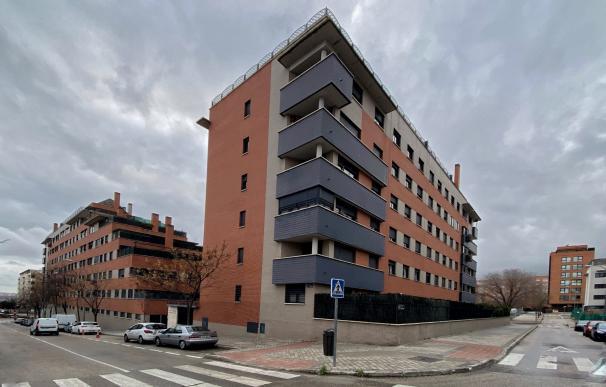 Un edificio de viviendas de Madrid en un momento en el que la demanda de hipotecas sufre su mayor caída desde 2013 por malas expectativas y cambios regulatorios, en Madrid a 24 de enero de 2020.